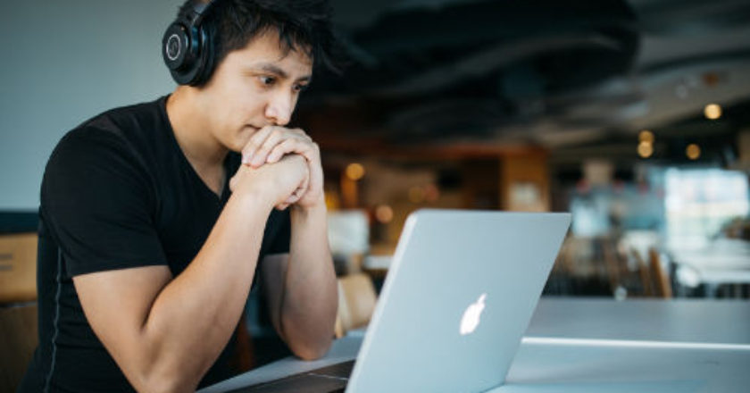 your resume, Software Developer, social media accounts, keywords in your resume, keywords in your resume,
