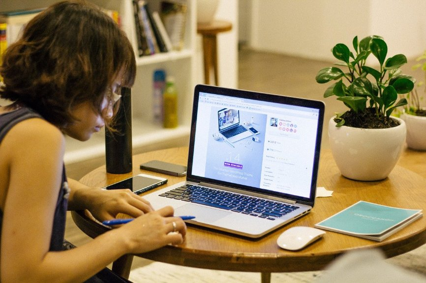 Stay Productive While Working from Home, perks of telecommuting, Downside of telecommuting, collaborative communication tools, challenges of telecommuting