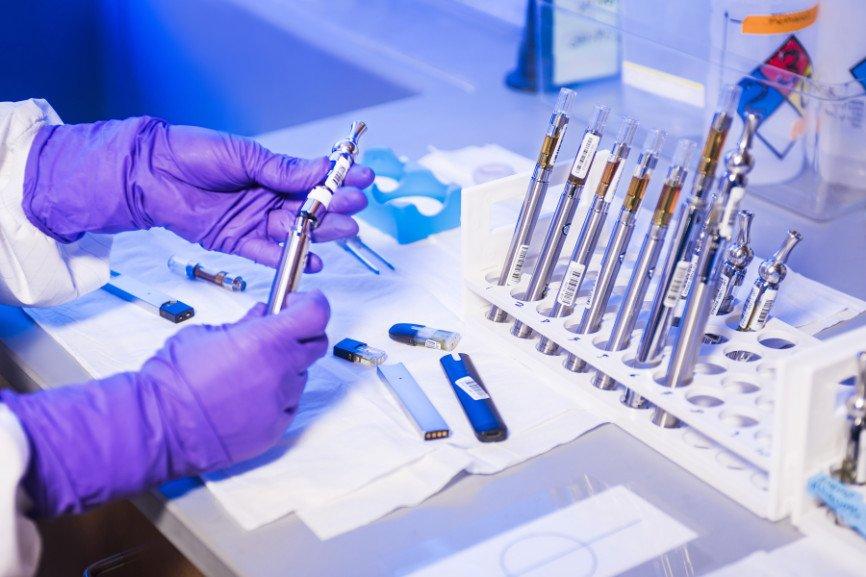 CDC tech analyzing vape juice