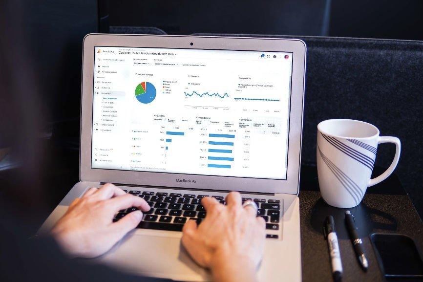 Dropshipping data displayed on laptop