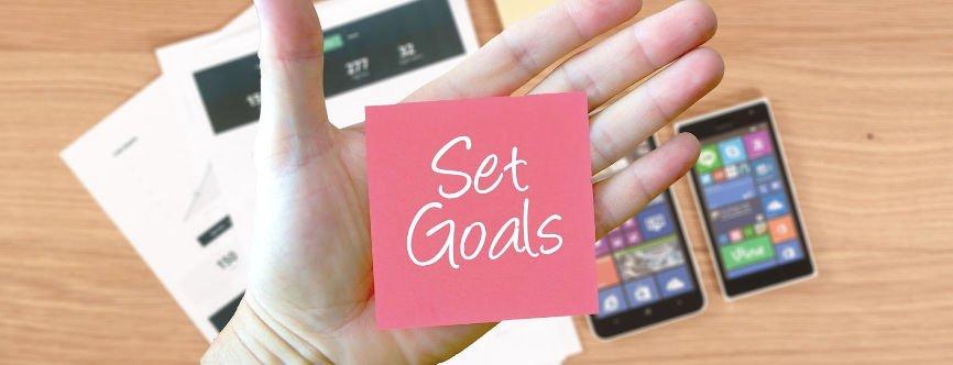 Set Goals written on pink PostIt note
