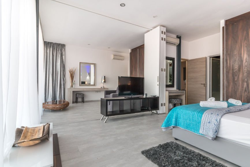Large Bedroom with extra room