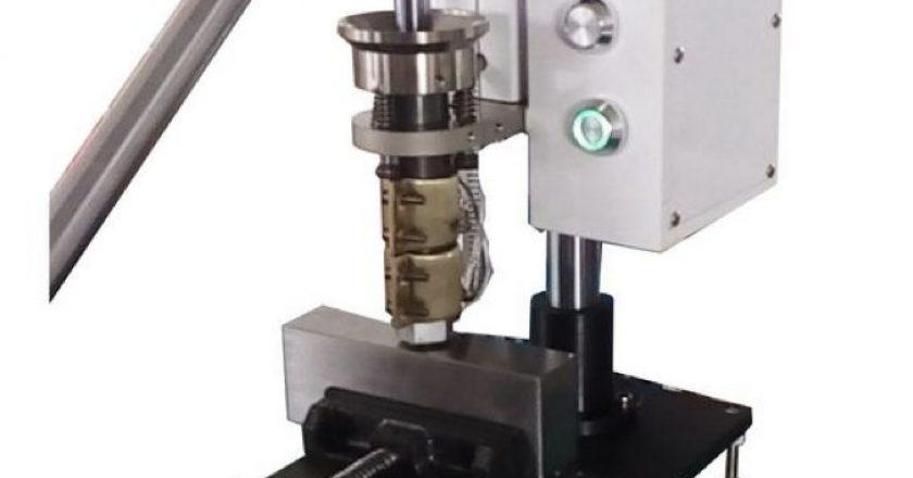 manual injection molding machine