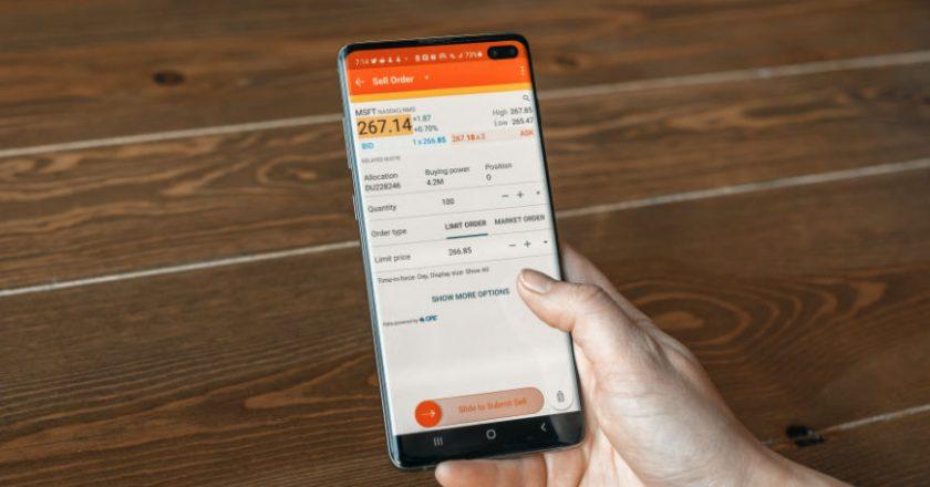 Stock Option Trading on Smartphone